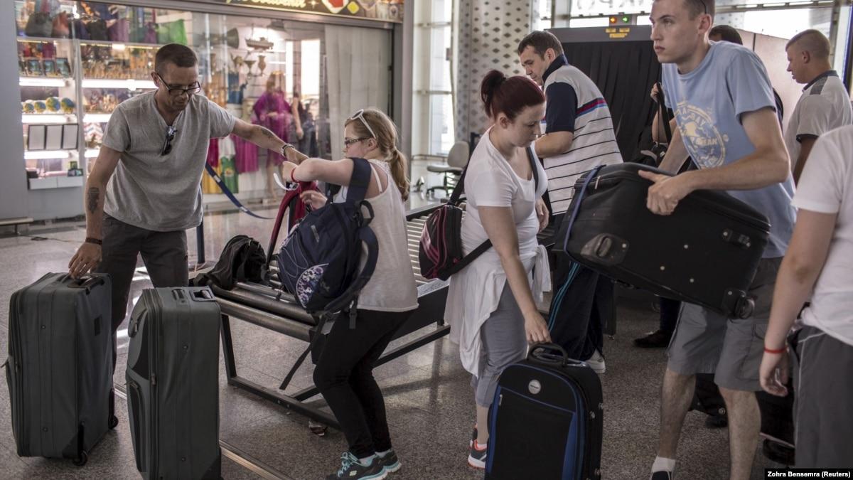 Turistler Tunus'u Terk Ediyor