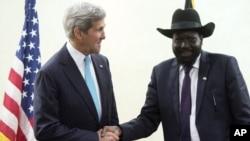 دیدار وزیر خارجه آمریکا (چپ) با رئیس جمهوری سودان جنوبی – ۱۲ اردیبهشت ۱۳۹۳