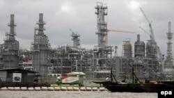 Une installation Chevron de pétrole sous construction à Escravos, 56 miles de Warri dans la riche région du delta du Niger de pétrole du Nigeria, 17 août 2010. (EPA/ GEORGE Esiri)
