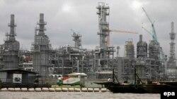 Une installation Chevron de pétrole sous construction à Escravos, 56 miles de Warri dans la riche région du delta du Niger de pétrole du Nigeria, 17 août 2010. epa/ GEORGE Esiri