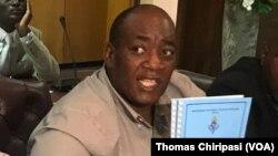 Munyori mukuru wePTUZ, VaRaymond Majongwe. VaMajongwe vanoti zviri nani kudzivirira chirwere pane kuzonetseka nekuchirapa.