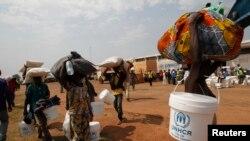 Des déplacés dans un camp de Mpoko près de l'aéroport international de Bangui, 12 février 2014.