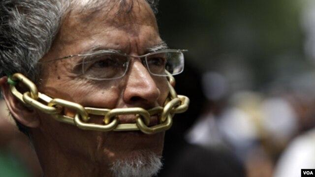 Un reportero durante una protesta en México contra la violencia que sufren los periodistas.