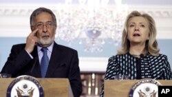 Avganistanski ministar inostranih poslova Zalmai Rasul i državna sekretarka Hilari Klinton na konferenciji za novinare u Vašingtonu