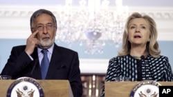 Ngoại trưởng Hoa Kỳ Hillary Clinton và Bộ trưởng Ngoại giao Afghanistan Zalmai Rassoul