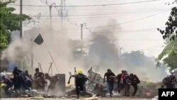 ေတာင္ဒဂံု ဆႏၵျပပဲြ ပစ္ခတ္ျဖိဳခြင္းမႈ ျမင္ကြင္း။ (ဓာတ္ပံု - AFP PHOTO / ANONYMOUS SOURCE via AFPTV - မတ္ ၂၉၊ ၂၀၂၁)