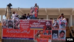 پی ٹی ایم کے رہنماؤں کا مؤقف ہے کہ نثار محمد نامی شخص ایک منظم سازش کے تحت جلسہ گاہ میں افراتفری پھیلانے کی غرض سے داخل ہوا تھا۔ (فائل فوٹو)