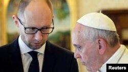 4月26日,烏克蘭總理亞採紐克訪問意大利和羅馬天主教宗方濟各會晤。