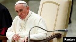 El papa Francisco otorgó una larga entrevista a una revista jesuita en la que se refiere al aborto, los gays y los anticonceptivos.
