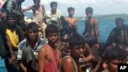 지난 1일 태국 푸켓에 도착한 버마 출신 로힝야 이슬람교들.
