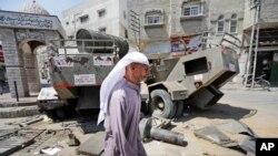 Xe quân đội Israel bỏ lại sau các cuộc hành quân tại Khan Younis, miền nam Dải Gaza, ngày 11/8/2014.