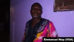 M. Etoundi, vendeur des vivres frais vers le Gabon, au marché du Mfoundi, à Yaoundé, Cameroun, 21 février 2017. (VOA/Emmanuel Ntap)