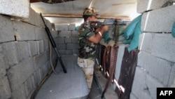 Iroq jangchisi Falluja chegarasida. Anbar viloyati, 13-avgust, 2015-yil.