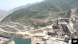 북한 용림군 장자강 유역의 희천 수력발전소 건설 현장.
