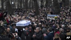 Dòng người dày đặc đưa tang nhà lãnh đạo đối lập Boris Nemtsov tại trung tâm Sakhavov trong thủ đô Moscow, 3/3/15
