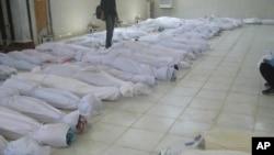 被敘利亞政府軍殺害的屍體5月26日停放在霍姆斯城附近