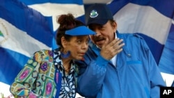 Vice-presidente da Nicarágua, Rosario Murillo (esq) e Presidente Daniel Ortega (dir) (Foto de Arquivo)