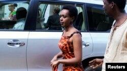 Diane Shima Rwigara, mkosoaji wa Rais Paul Kagame akiwasili mahakamani mjini Kigali Rwanda, Desemba 6, 2018.