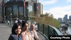 Dr. Tanzima Hashem w/ parents.