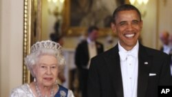 President Barack Obama and Queen Elizabeth II pose for photographers prior to a dinner hosted by the queen, Tuesday, May 24, 2011, at Buckingham Palace in London.
