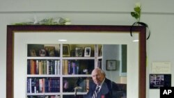五角大楼里悬挂的弗兰克·巴克尔斯的照片