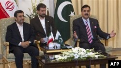 Президент Ирана Махмуд Ахмадинежад и премьер-министр Пакистана Юсуф Реза Гилани. Исламабад. 16 февраля 2012 г.