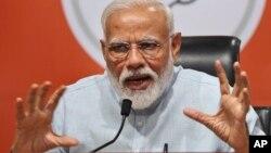 Waziri Mkuu wa India Narendra Modi akizungumza na waandishi wa habari makao makuu ya chama chake, New Delhi, India, Mei 17, 2019.