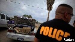 La policía no ofreció comentarios sobre la demanda solo señalan en la demanda que el hombre era conocido por transportar drogas.