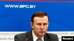 Le porte-parole du KGB bélarusse, Dmitry Pobyarzhin lors d'une conférence de presse, le 20 novembre 2017 à Minsk.