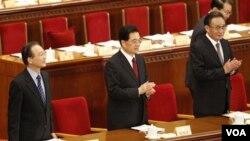 Dari kiri ke kanan, Perdana Menteri Tiongkok Wen Jiabao, Presiden Hu Jintao dan politisi Partai Komunis Tiongkok Wu Bangguo di Beijing.