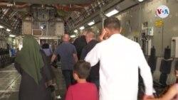 Miles huyen de Afganistán; el caos era inevitable, según la Administración Biden