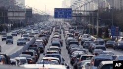 Vehicles are seen in a traffic jam during weekday rush hour in Beijing, 10 Jan 2011