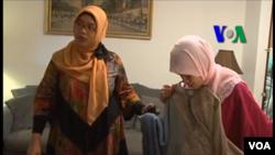 Ajeng Trihapsari dan pelanggan butik busana muslimnya di negara bagian Maryland, Amerika (Screen grab).