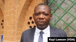 Tikonimbé Koupokpa, Professeur de droit constitutionnel à l'Université de Lomé. Lomé, 31 mars 2021. (VOA/Kayi Lawson)