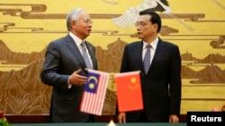 Thủ tướng Malaysia Najib Razak (trái) và Thủ tướng Trung quốc Lý Khắc Cường tại Đại lễ đường Nhân dân Bắc Kinh, 29/5/14