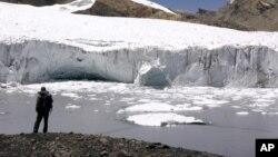 La capa de hielo que forma los glaciares en los Andes peruanos, es la más delgada en los últimos 63 siglos, según el estudio realizado por un equipo de investigadores de la Universidad Estatal de Ohio.
