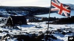 Британский флаг над Фолклендскими островами. Архивное фото 1982г.