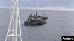 Российские пограничники задержали два северокорейских судна после того, как одно из них напало на российский патрульный корабль в Японское море 17 сентября 2019 года