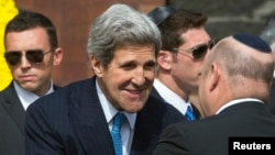 Isroilda Xolokost fojeasini xotirlash marosimida qatnashgan diplomat so'ng Falastin bosh vaziri Salom Fayyod va Isroil prezidenti Shimon Peres bilan gaplashgan.