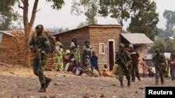 Des soldats des FARDC aux environs de Goma en RDC. Le 14 juillet 2013 (Reuters)