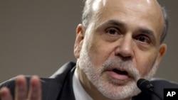Chủ tịch Fed Ben Bernanke kêu gọi Quốc hội cắt giảm chi tiêu, nhưng với mức độ chậm để tránh gây tổn hại cho tăng trưởng kinh tế