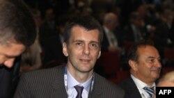 Tỉ phú Nga Mikhail Prokhorov (giữa) dự Diễn đàn Kinh tế Quốc tế St. Petersburg International Economic Forum, ngày 17 tháng 6, 2011