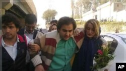 Peyman Aref, center (file photo), was rearrested recently after he prayed at the grave of Neda Agha Soltan.