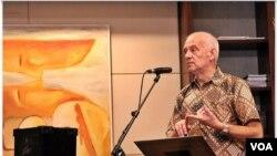 Harry A. Poeze, sejarawan asal Belanda, yang memastikan keberadaan makam Tan Malaka di Jawa Timur. (VOA/Andylala Waluyo)