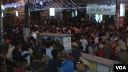 班加罗尔庆祝新年的人群