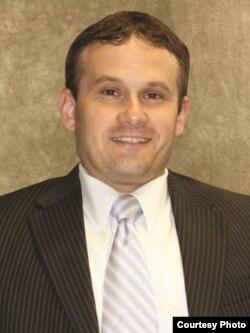 前高级军事法官格里格•林基(Greg T. Rinckey)