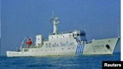 中國海監船2012年4月10日在斯卡伯勒淺灘海域攔阻菲律賓軍艦,不讓菲方逮捕中國漁民