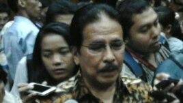 Menko Perekonomian Sofyan Djalil usai serah terima jabatan di Jakarta, Senin 27/10 (VOA/Iris Gera).