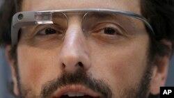 Сергей Брин демонстрирует Google Glass