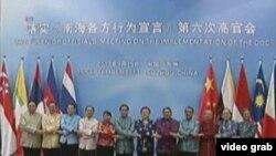 Trung Quốc và các thành viên ASEAN thảo luận Bộ quy tắc ứng xử trên biển Đông. Ngoại trưởng Vương Nghị nói các bên đã đồng ý về 1 hiệp định khung của COC hôm 18/5 trước thời hạn dự kiến.